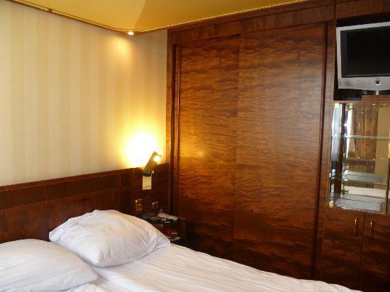 Derag Livinghotel Kanzler: Comfortable bed area