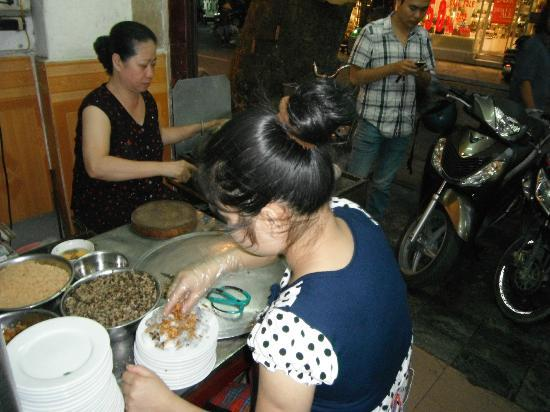 Vietnam Awesome Travel - Day Tours: Food on Foot Tour