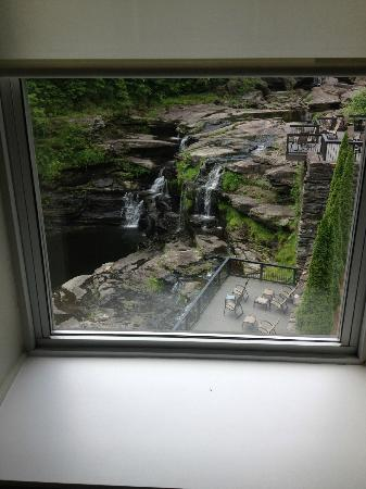 Ledges Hotel: window view of waterfalls