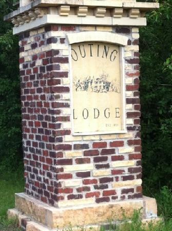 Outing Lodge at Pine Point: The entrance
