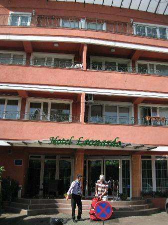 Hotel Leonardo : front side of the hotel