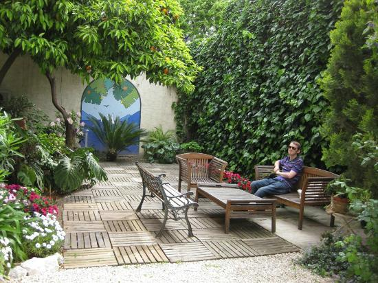 Nice Garden Hotel: Beatiful enclosed private garden