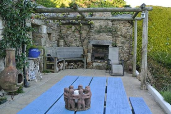 Cove Cottage: Outdoor eating area
