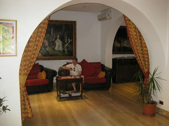 Hotel Canova : Seating area in Lobby