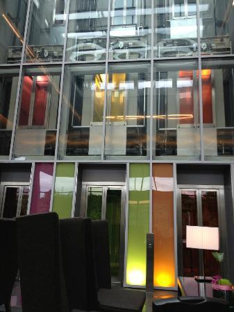 Movenpick Hotel Stuttgart Airport & Messe: Lobby elevators all on the same floor!