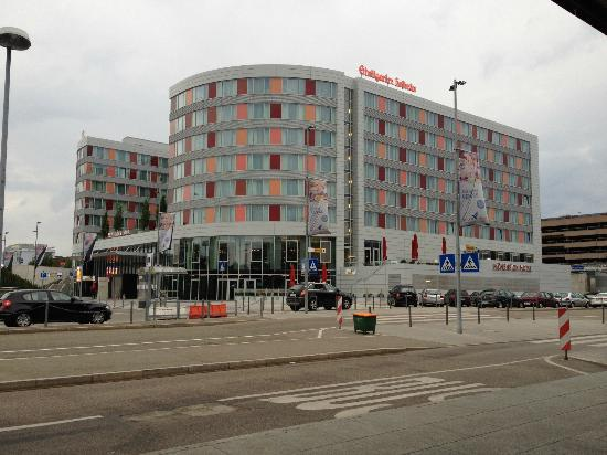 Movenpick Hotel Stuttgart Airport & Messe: View upon exiting the airport terminal