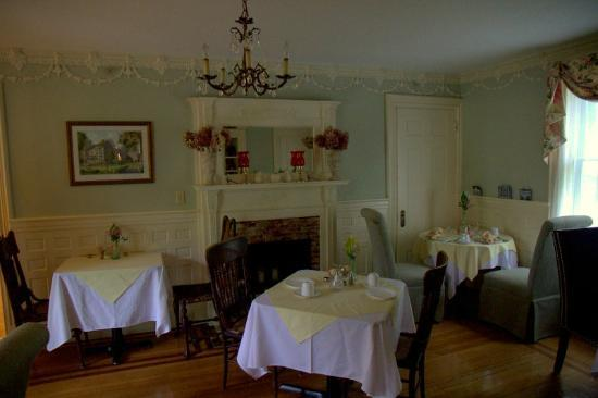 Inns at Blackberry Common: Dinning area
