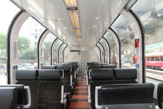 Bernina Express : l'interno della vettura panoramica