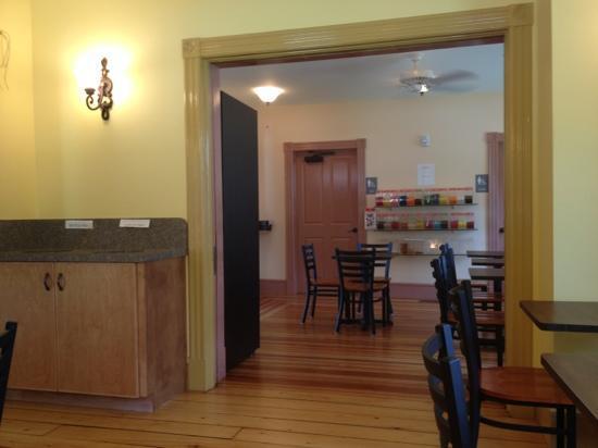 Housatonic Cafe: dining area