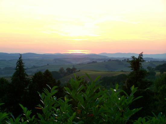 Fattoria Pieve a Salti: Sunset from the dining area