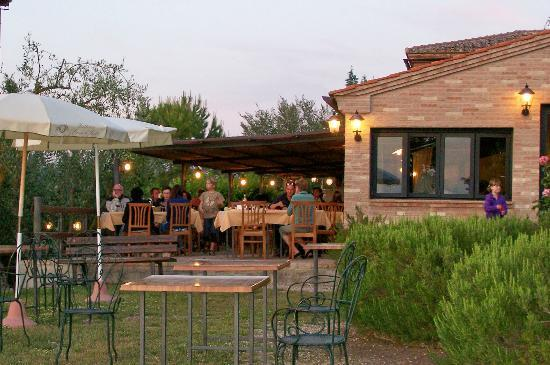 Fattoria Pieve a Salti: Open dining area