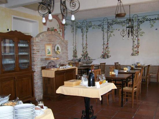 Fattoria Pieve a Salti: Breakfast Dining Room