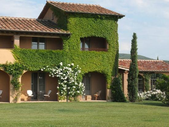 Relais Sant'Elena: Vue extérieure : terrasse de la chambre.
