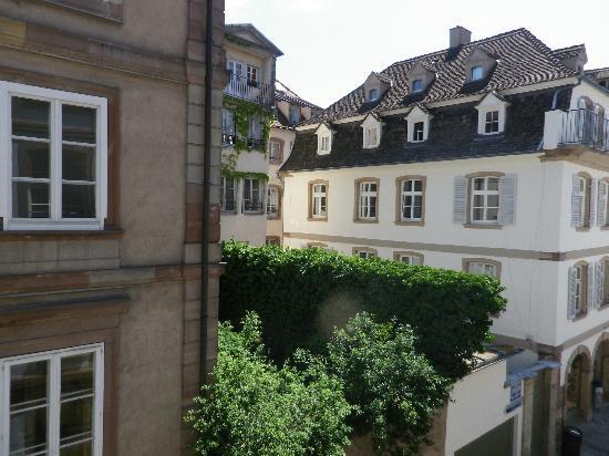 Hôtel des Arts : vue de notre chambre (sur l'arrière)