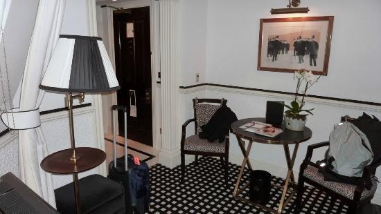 Hotel 41: Zimmer, Eingangsbereich