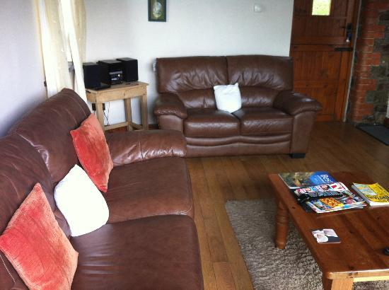 Wooldown Holiday Cottages: Living room