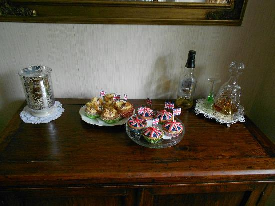 Pennycroft Guest House: Lovely home made cakes & scones for the guests