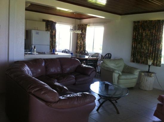 Gulf Shore Beach Resort Motel: Cottage 5 living room