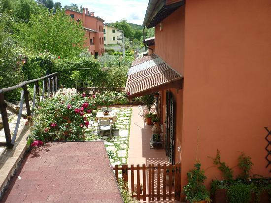 Bed and Breakfast Cenerente: giardinetto esclusivo del B&B