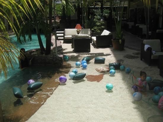 ABC Hotel: The sandy beach around the swimming pool