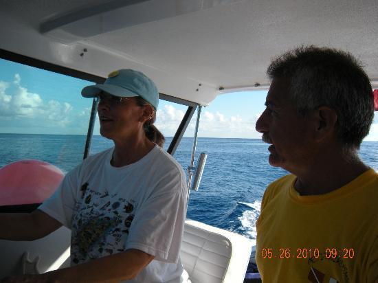 Mestizo Divers: Freddy giving instruction