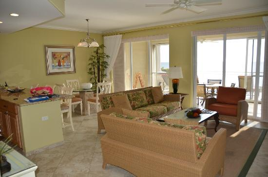 Beachcomber Grand Cayman: Beachcomber #15 Living area