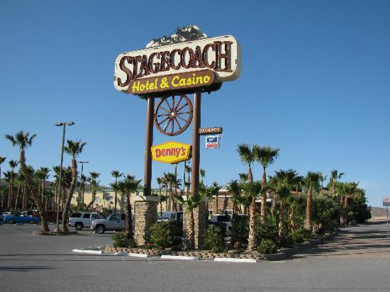 Stagecoach Hotel and Casino: streetside