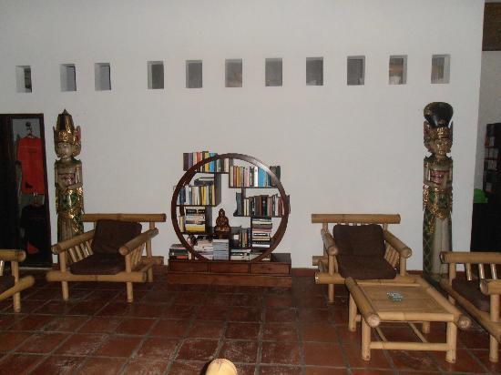 Casa Asia: Angolo relax, libreria