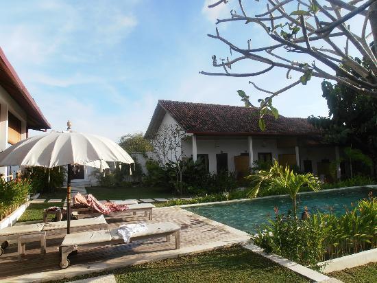 Casa Asia: Vista piscina dal ristorante