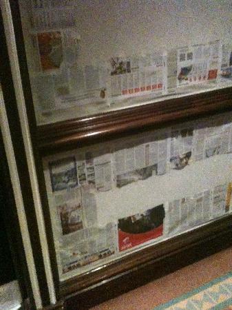 Sheraton Kampala Hotel: Newspaper covered hallway
