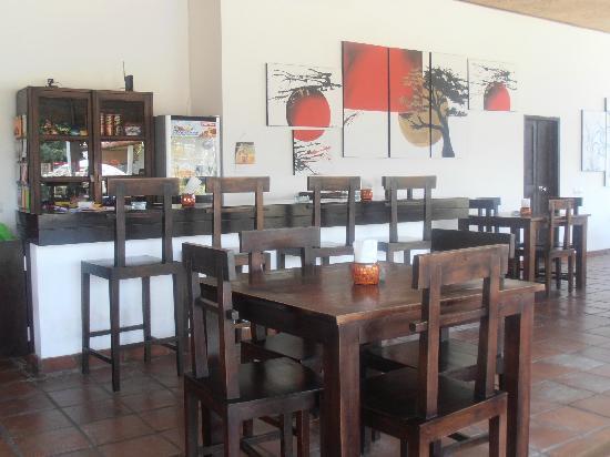 Casa Asia: Tavoli zona ristorante/bar