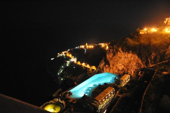 Monastero Santa Rosa Hotel & Spa: Pool at night