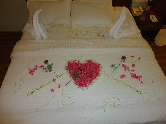 Grand Plaza Munnar : Floral bed decoration