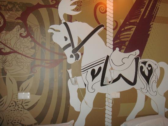 Home Youth Hostel Valencia: decorazione murale della stanza