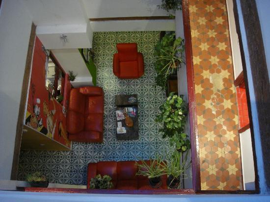 Home Youth Hostel Valencia: Vista della hall dal corridoio dell'ultimo piano
