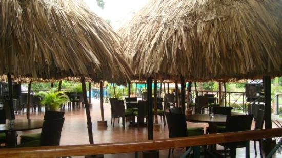 Restaurante Pencas : The seats and huts outdoors