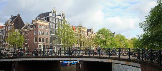 Maes B & B: View from right hand side front door step across Singel Canal