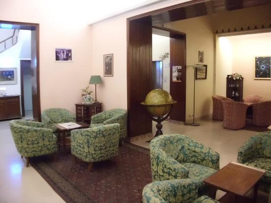 フローラ ホテル