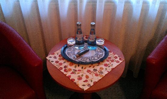 Hotel am Westend: Des bouteilles d'eau offertes??
