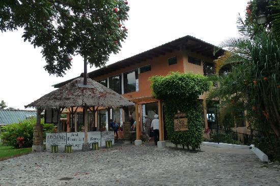 Hotel Posada de Don Rodrigo Panajachel: Hotel bar and restaurant