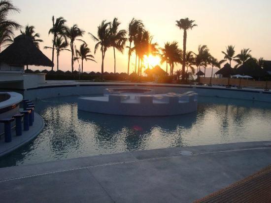 Hard Rock Hotel Vallarta : Sunset new Pool