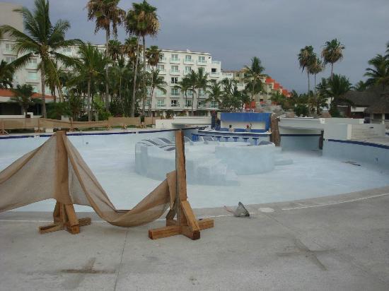 Hard Rock Hotel Vallarta: New Pool Lounge/Bar