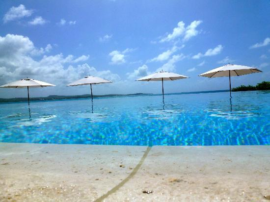 Jumby Bay Island: Infinity Pool to Caribbean