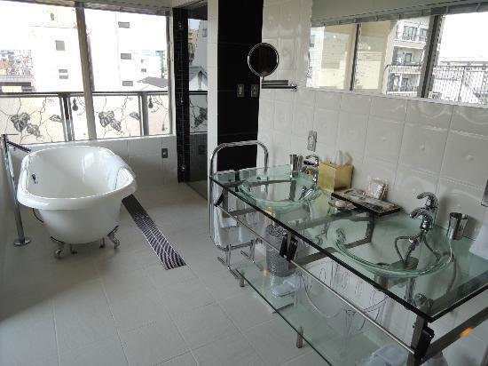 Hotel Mume: Flower room bathroom