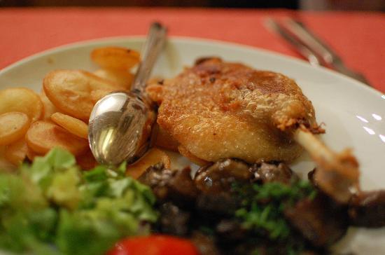 Au Petit Sud Ouest : duck leg with mushroom