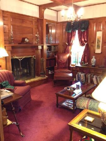 Bellaire Bed and Breakfast: Sitting room