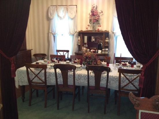 Bellaire Bed and Breakfast: Breakfast room