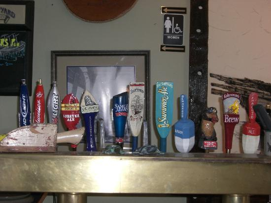 Sarah's Cafe: Taps at Sarah's Twin Schooner Pub
