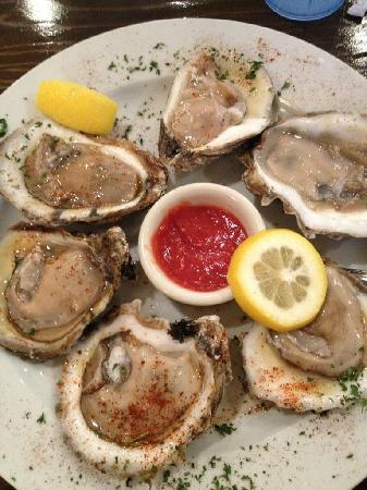 EAT! Orange Beach : great oysters! raw & grilled