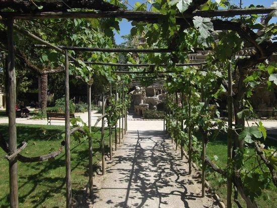 Palais Ideal du Facteur Cheval : Entrée du jardin